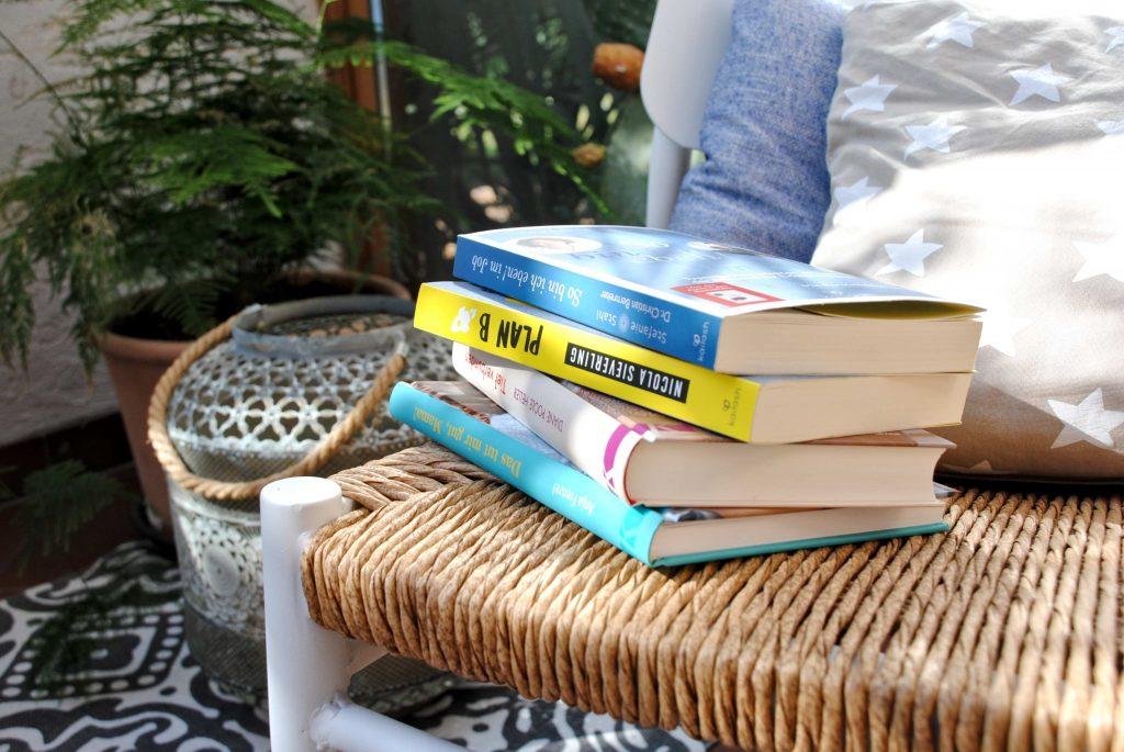 Lesetipps, Bücherstapel